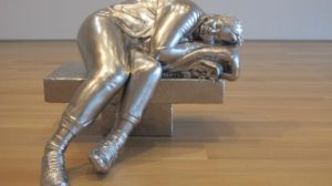 A sculpture called Sleeping Woman, but Charles Ray, exhibited at the Art Institute of Chicago (2015)